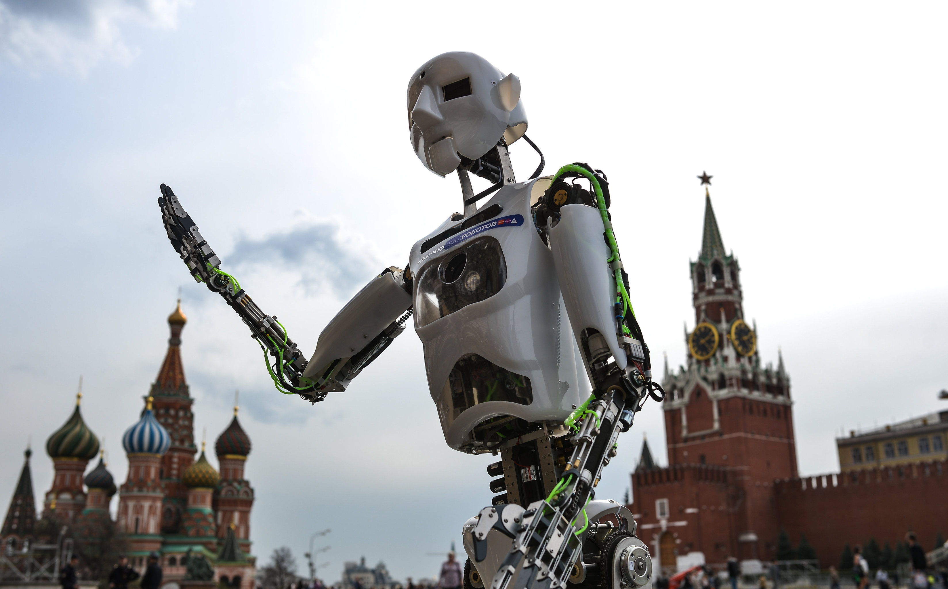 Демонстрация робота-гуманоида Теспиана - участника Бала Роботов в Москве