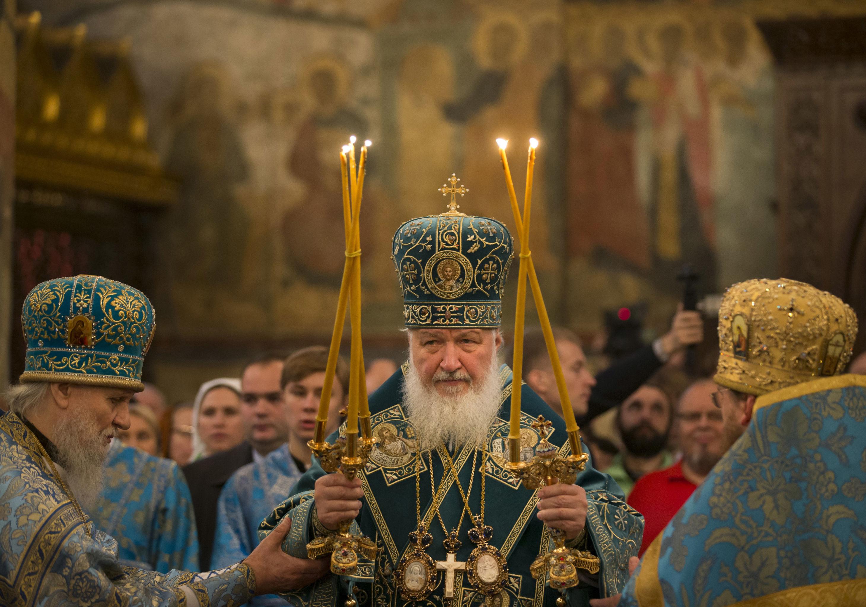 Патриарх Кирилл проводит службу в День народного единства