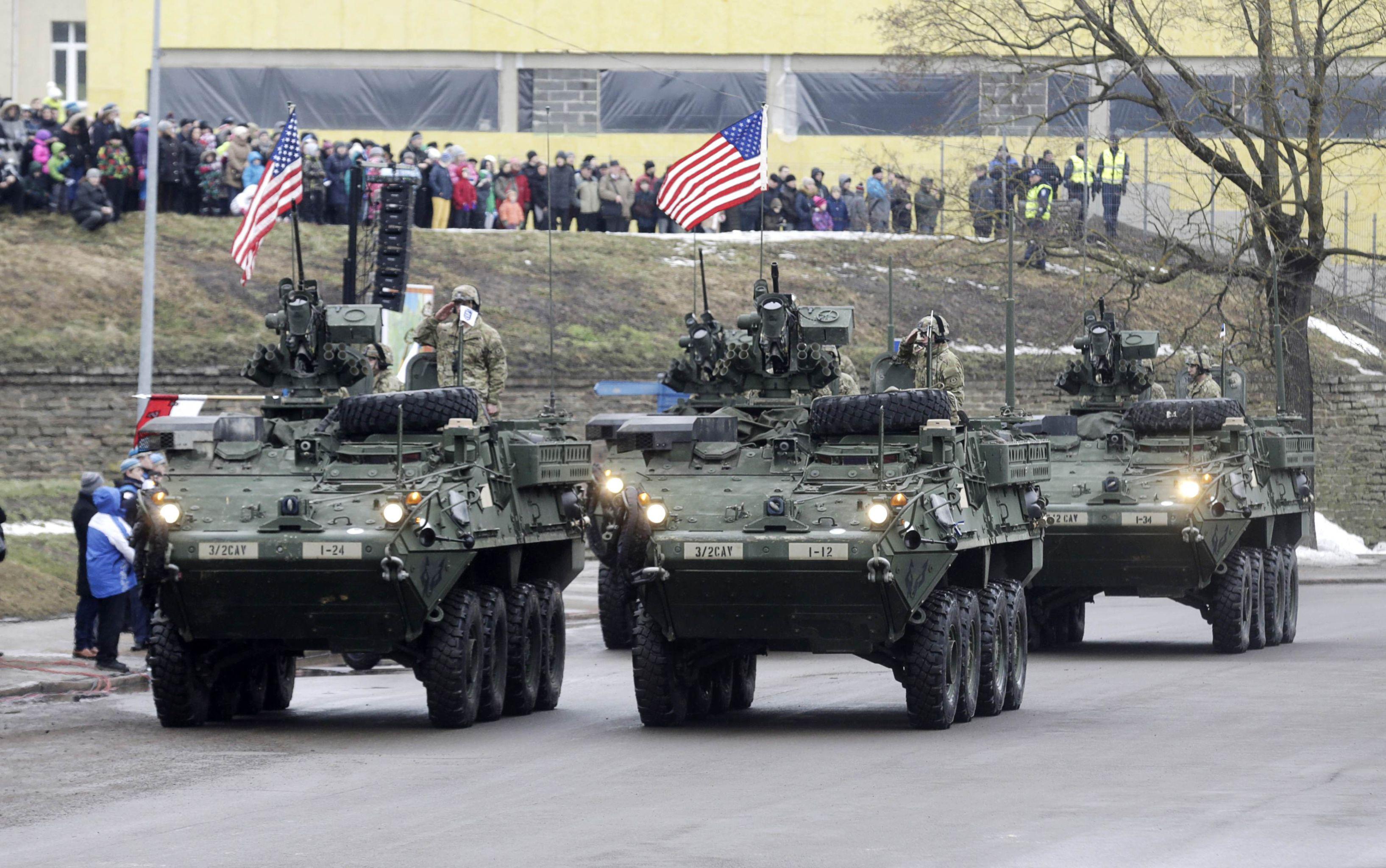 Sfilata dei blindati USA in Estonia