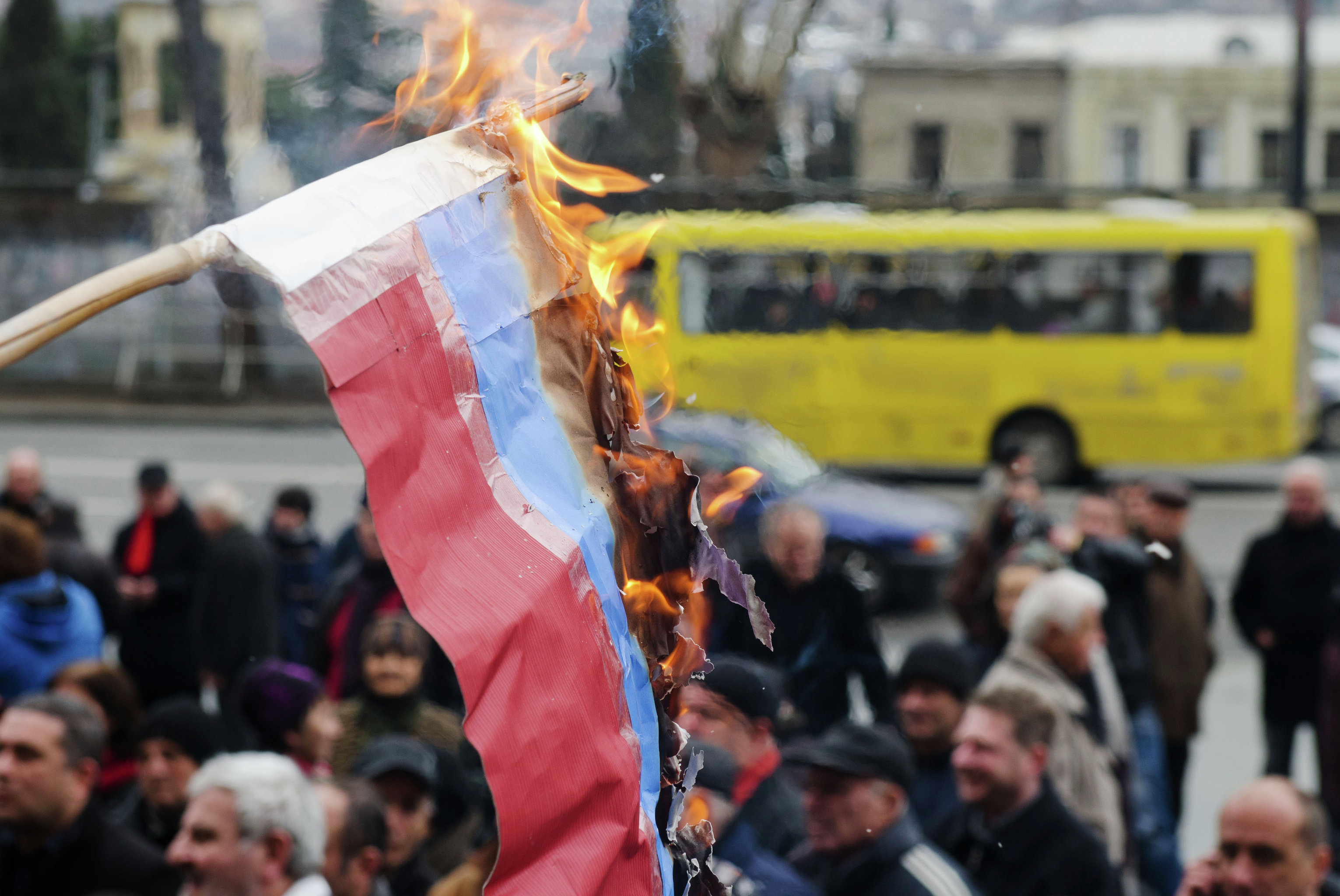 Russian flag burned in Tbilisi